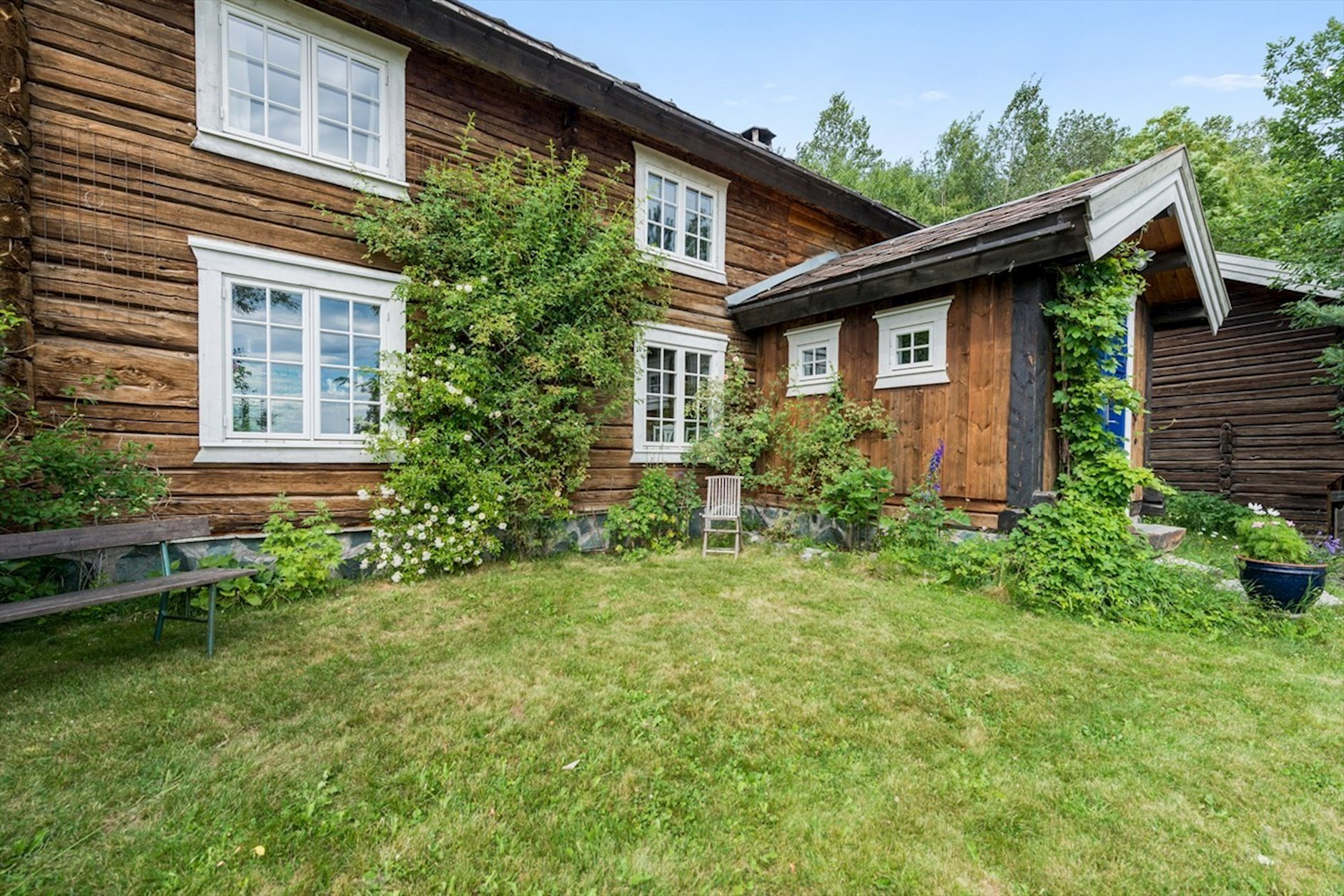 zachwycający stary dom w Norwegii